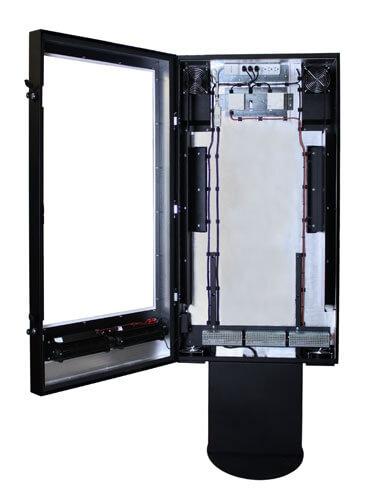 Totem multimediali, immagine frontale con schermo