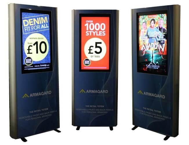 Totem pubblicitari digital signage in gruppo